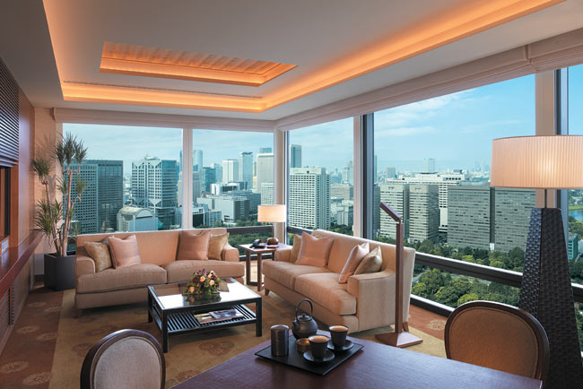 Deluxe-Suite-Living-Room